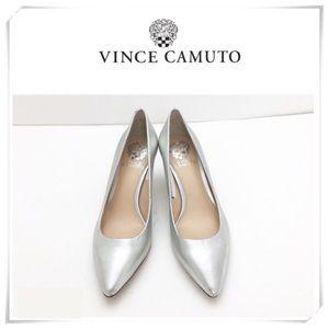 NWT Vince Camuto Kemira Silver Classic Pumps Heel